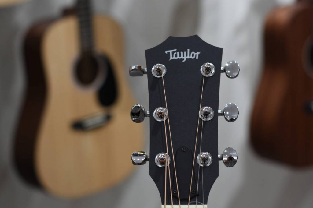 Taylor BBT Big Baby Acoustic Guitar Review - Why it is awesome?