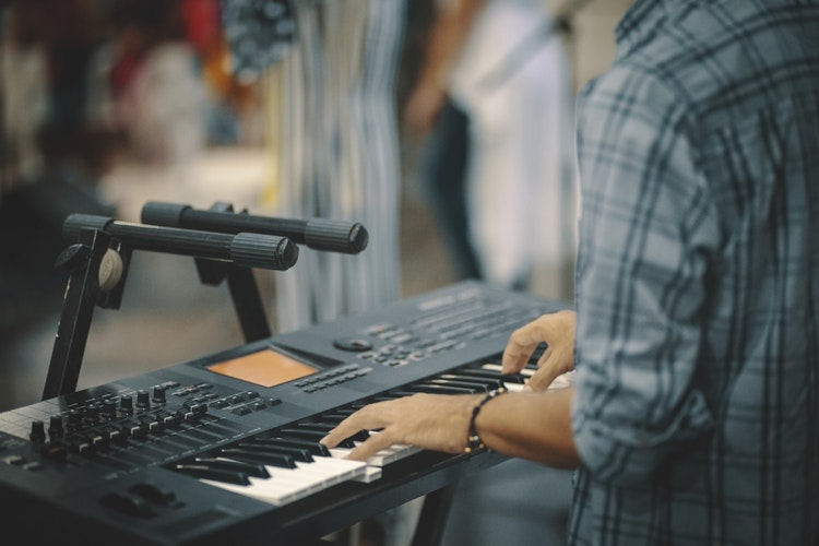 Top 10 Best Digital Pianos For Under $1000 Reviews