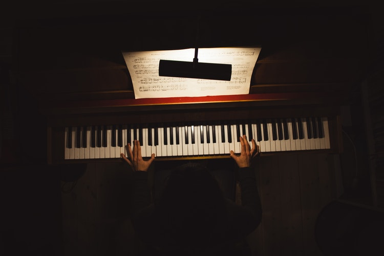 Best Digital Pianos For Beginners 2021 – Top 10 Reviews & Buying Guide