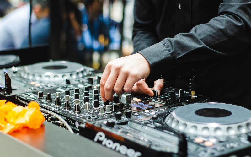 Best DJ Mixers For All Budget 2020 – Ultimate Reviews