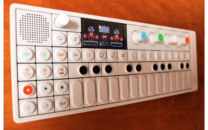 Teenage Engineering OP-1 Portable Synthesizer Review Screen