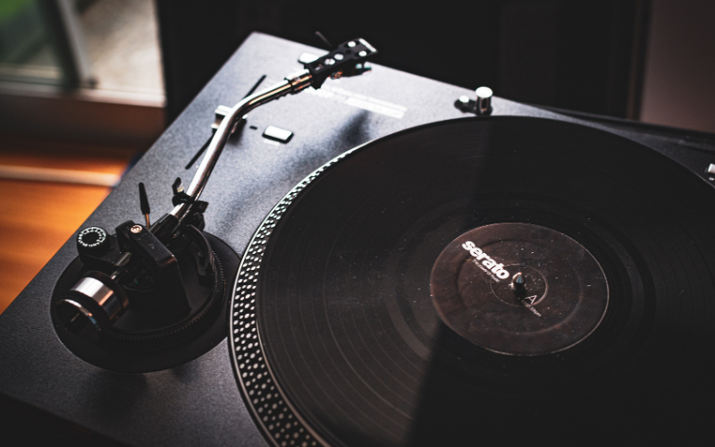 Direct Drive vs Belt Drive Turntables – Which is better?