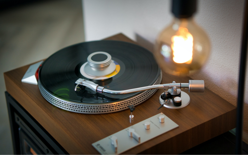 What is better: Direct Drive vs Belt Drive Turntables