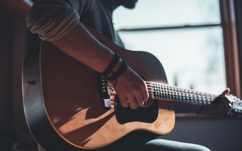 11 Amazing Acoustic Guitar Solos You Must Hear