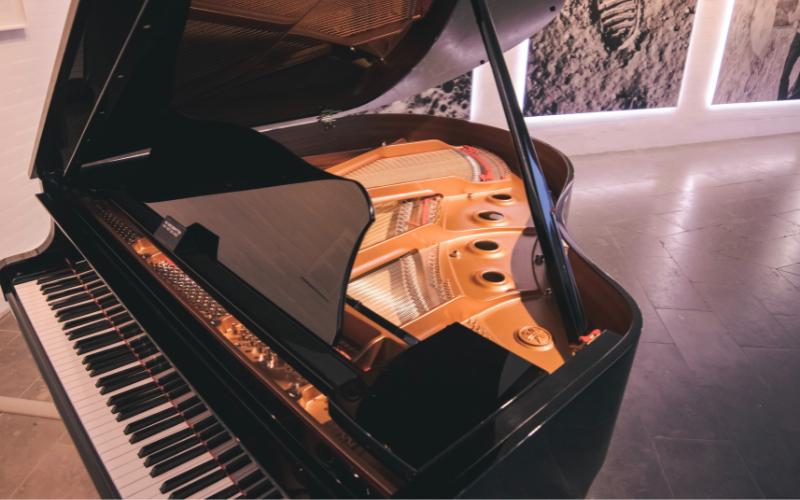 Horizontal Pianos