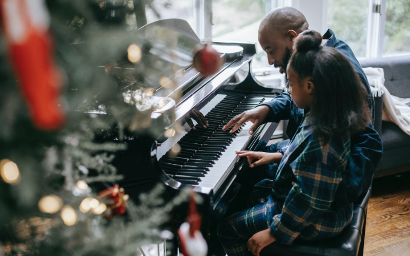 Easy Christmas Songs For The Piano – 12 Simple Songs for Beginners