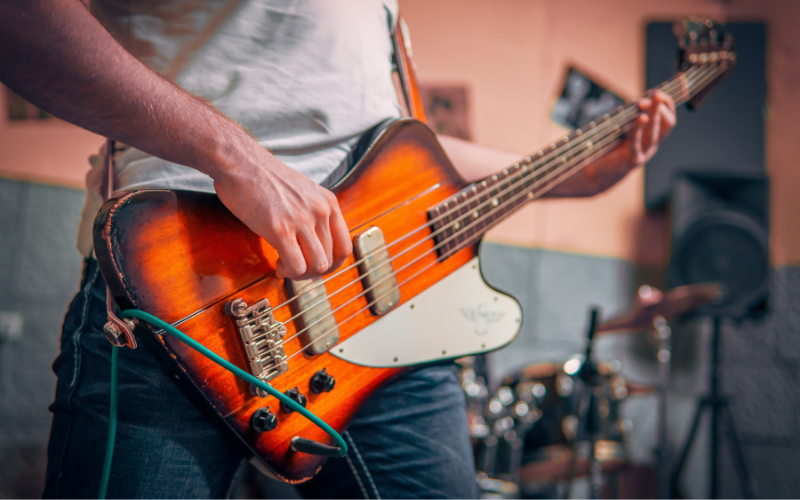 How to Play Bass Guitar – Guide for the Beginner