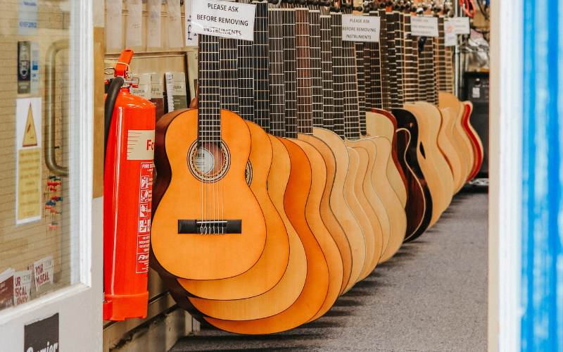 Acoustic vs Acoustic-Electric Guitar – Which is the Best?