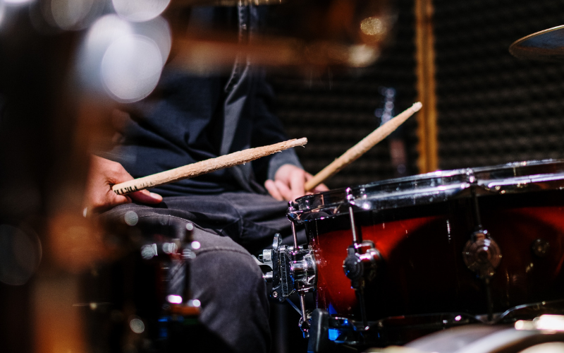 How to Hold Drumsticks – A Proper Guide